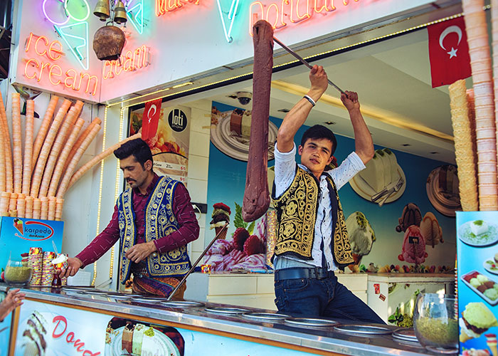 Stretchy 'dondurma' ice-cream sellers in Istanbul